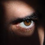 Le pouvoir du regard en séduction